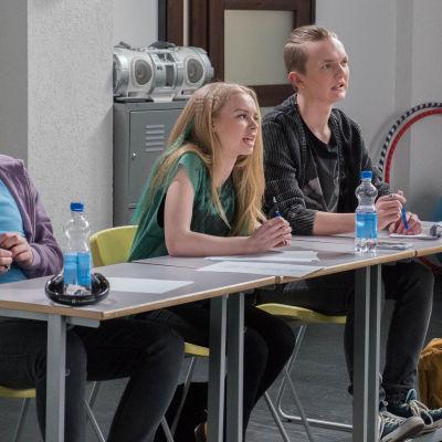 Roni, Maria ja Osku tuomaroimassa.