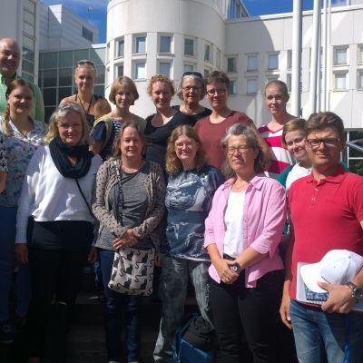 Studenter och lärare vid prisbelönt teckenspråksutbildning