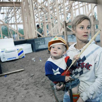 Dokumentti perheestä, joka päättää rakentaa perheelleen talon omin käsin - hinnalla millä hyvänsä.