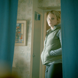 Molly Nutley som karaktären Kim i dramaserien Tjockare än vatten.