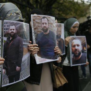 Zelimkhan Khangoshvili hedras av en liten demonstration i Georgiens huvudstad Tbilisi.