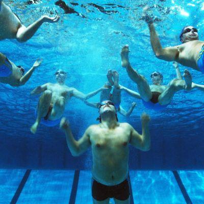 Män som simmar