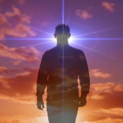 Skientologit uskovat, että ihminen on kuolematon henkiolento  thetan, tetaani.