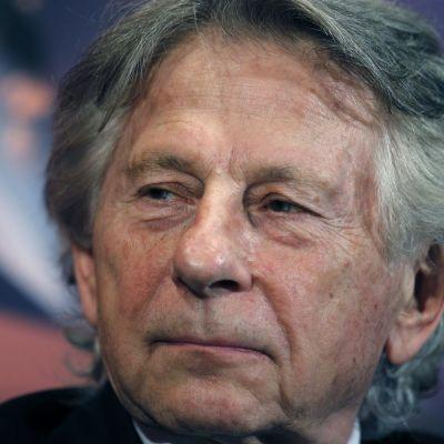"""Feministijärjestö syyttää Polanskin uraa kunnioittavaa retrospektiiviä """"miehisen aggression uhrien kasvoille sylkemiseksi""""."""