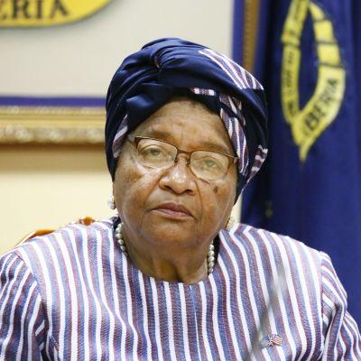 Länsiafrikkalaisen Liberian väistyvä presidentti Ellen Johnson Sirleaf, 79, luovuttaa valtansa myöhemmin tammikuussa 51-vuotiaalle George Weahille.