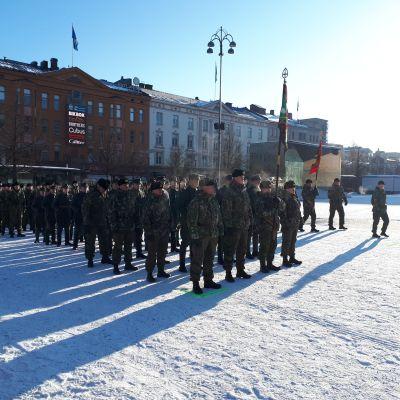 Jääkärijuhlan paraatikatselmus ja ohimarssi alkavat Vaasan torilla kello 11.00