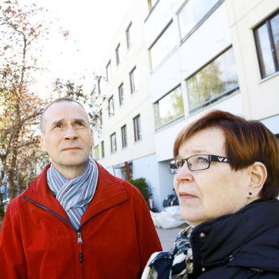 Sarjassa päästään seuraamaan, miten Putkiremontti sekoittaa suomalaisen taloyhtiön arkea.