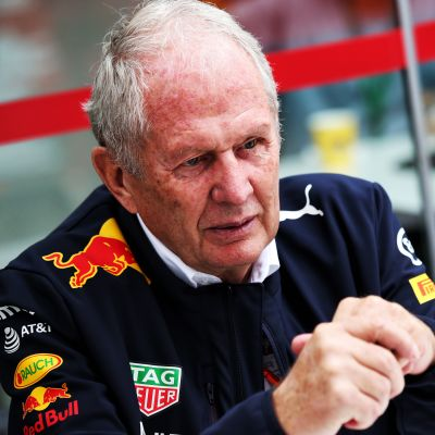 Red Bullin johtoportaaseen kuuluva Helmut Marko