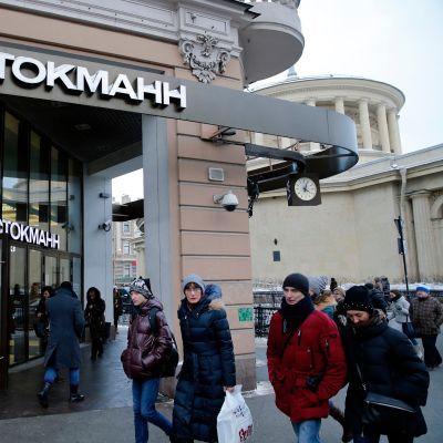 Stockmannin tavaratalon sisäänkäynti Pietarissa