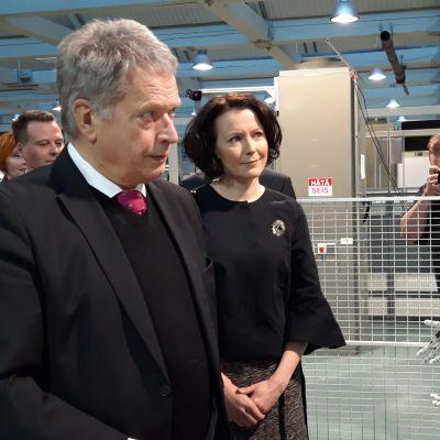 Tasavallan presidentti Sauli Niinistölle ja rouva Jenni Haukiolle esiteltiin Technobotnialla muun muassa robottiteknologiaa ja 3D-tulostamista.