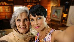 Katariina Souri toteutti Sirkan, 75, unelman, että hänestä maalattaisiin aistikas muotokuva Halosenniemessä.