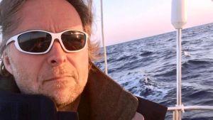 Hasse Eriksson seglar från USA till Europa.