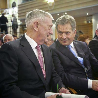 USA:s försvarsminister James Mattis och Finlands president Sauli Niinistö