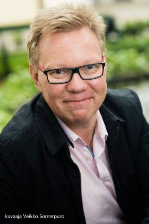 tutkimusprofessori Jari Hakanen