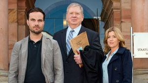 Wiesbadenin karismaattinen syyttäjä Bernd Reuther puolustaa oikeutta järkähtämättä.