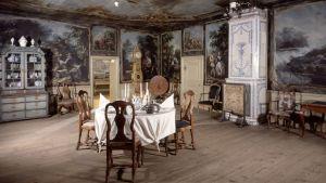 Dukat matbord i den så kallade Jackarbysalen på Finlands nationalmuseum.