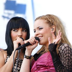 Mira Luoti ja Paula Vesala Ratinan stadionilla vuonna 2008.