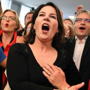 Annalena Baerbock reagerar på Allians 90:s valvaka.