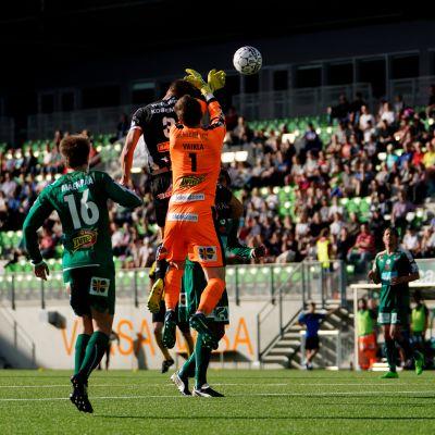 VPS ja IFK taistelivat pallosta.