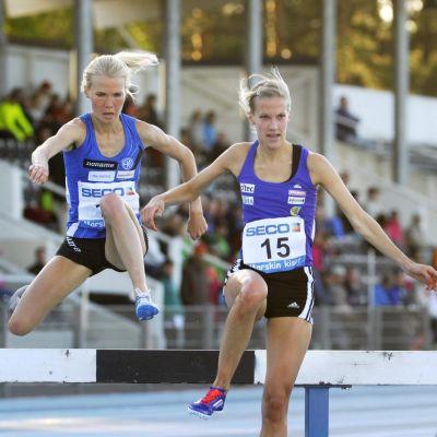 Camilla Richardsson (t.h.) och Oona Kettunen, Villmanstrand 3.6.2015.