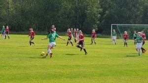 EIF YJ-lag spelar mot Nummelan Palloseura.