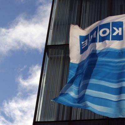 Kones flagga utanför byggnad