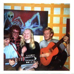 Anneli Saaristo veljensä Timo Saariston opiskelijaboksissa 1980-luvulla.