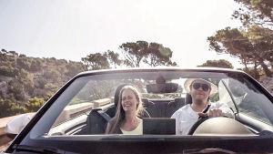 ett par i en bil