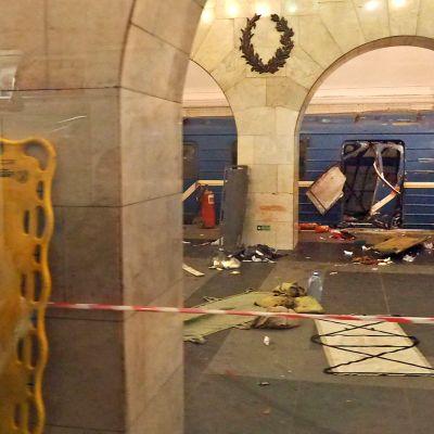 Räjähdyksen jälkiä Teknologisen instituutin metroasemalla Pietarissa 3. huhtikuuta.