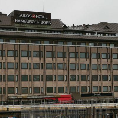 Hotelli Hamburger Börsin julkisivu kauppatorille päin Turussa.