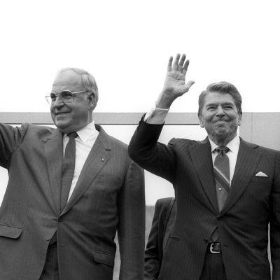 Helmut Kohl (vas.) ja Ronald Reagan 12.7.1987.