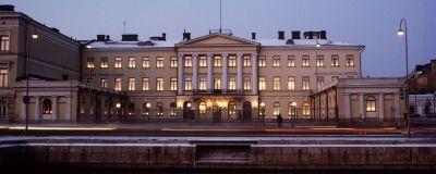 Presidentens slott upplyst under självständighetsdagen.