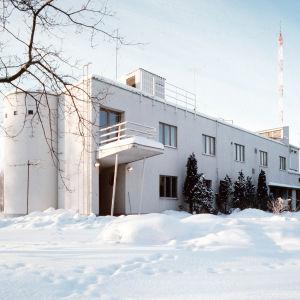 Porin lyhytaaltoasema talvella 1982