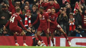 Liverpoolspelare jublar efter ett mål