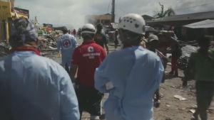 Punainen risti auttoi taifuunin uhreja Filippiineillä.
