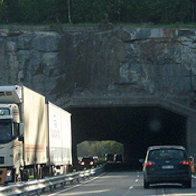 Karkunvuoren moottoritietunneli