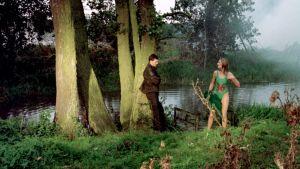 Cissie Colpitts (Joely Richardson) on tullut uimasta ja kohtaa tulevan aviomiehensä elokuvassa Kohtalokkaat numerot