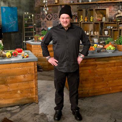 Ville Haapasalo keittiössä