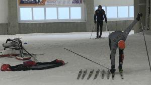 Skidåkare i skidhallen i Oberhof