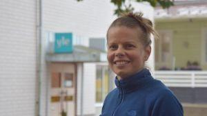 Porträttbild på Tonja Weckström.