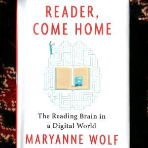 "Pärmen till Maryanne Wolfs bok ""Reader, come home""."
