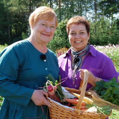 Finlands president Tarja Halonen tillsammans med redaktören Elisabeth Morney på Gullranda.