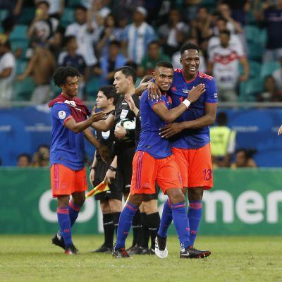 Kolumbia juhlii voittoa Argentiinasta
