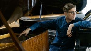 kuvassa pianisti Vikingur Olafsson