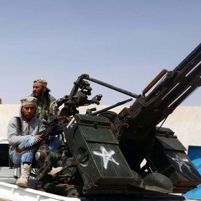 Milismän utanför Sirte