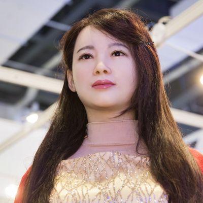 Kuvassa robotti Jia Jia.