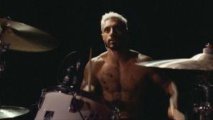Riz Ahmed esittää kuulonsa menettävää metallirumpalia elokuvassa Sound of Metal