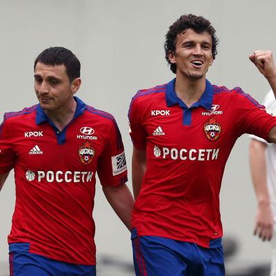 Roman Eremenko (till höger) firar ett av sina mål tillsammans med Alan Dzagoev.