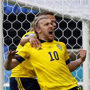 Emil Forsberg firar mål.