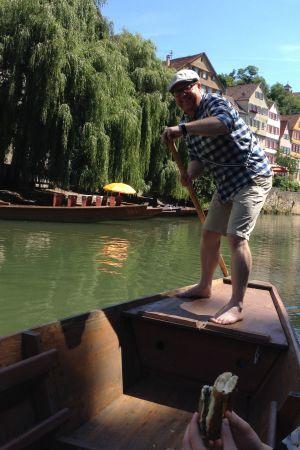 Stakbåt på Neckarfloden i Tübingen